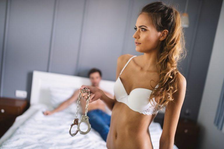 Pegging i kobieta z wibratorem